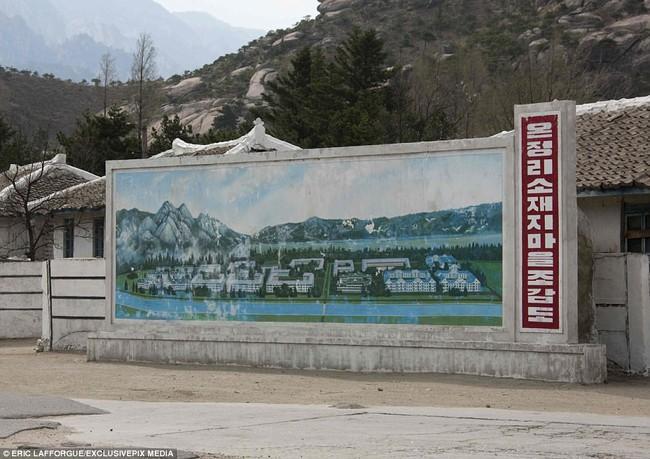 Bên trong thị trấn ma đầy đủ tiện nghi ở Triều Tiên - Ảnh 3.