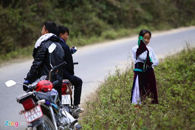 Cảnh bắt người về làm vợ giữa đường vắng ở Hà Giang - Ảnh 4.