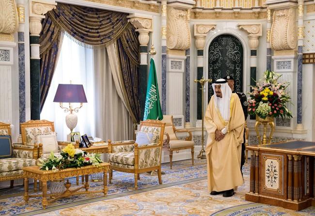 Cuộc sống xa hoa của quốc vương Saudi Arabia tại quê nhà - Ảnh 4.