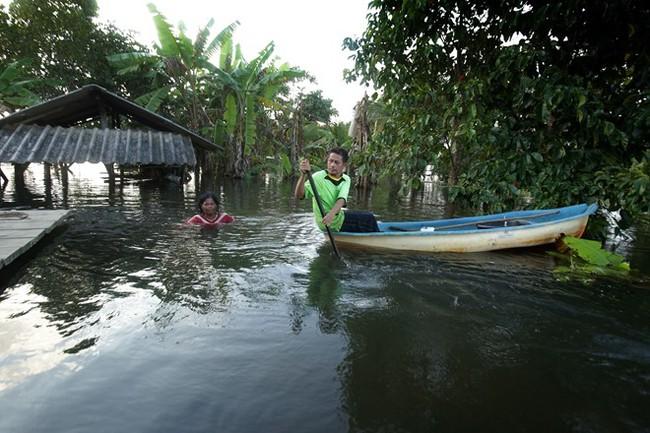 Thái Lan lụt do mưa trái mùa, 25 người thiệt mạng - Ảnh 5.