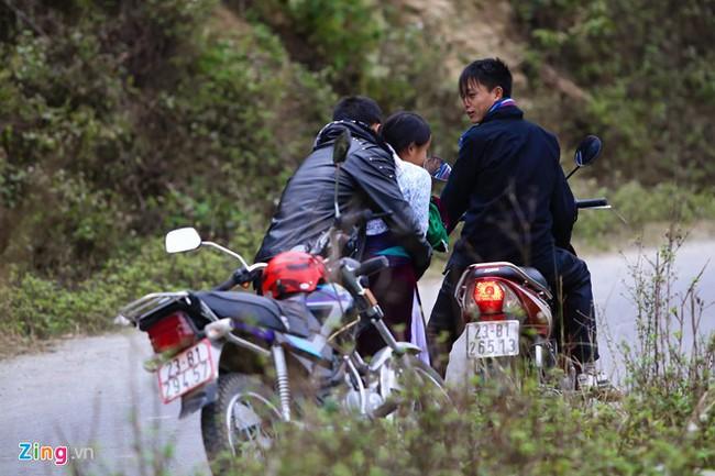 Cảnh bắt người về làm vợ giữa đường vắng ở Hà Giang - Ảnh 5.