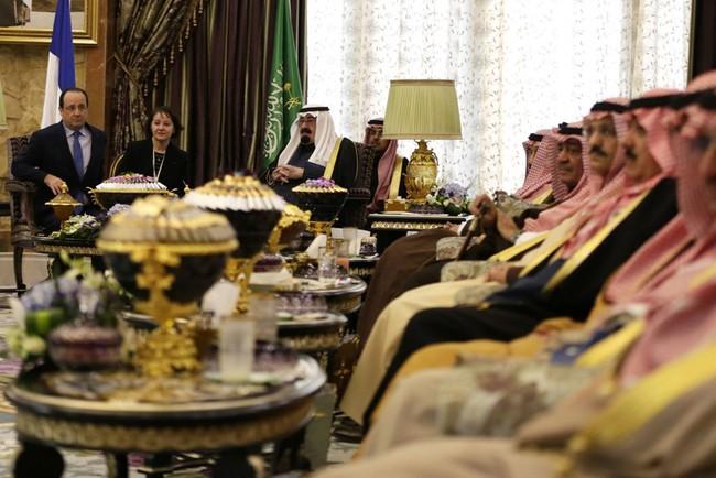 Cuộc sống xa hoa của quốc vương Saudi Arabia tại quê nhà - Ảnh 5.