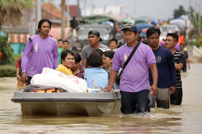 Thái Lan lụt do mưa trái mùa, 25 người thiệt mạng - Ảnh 6.