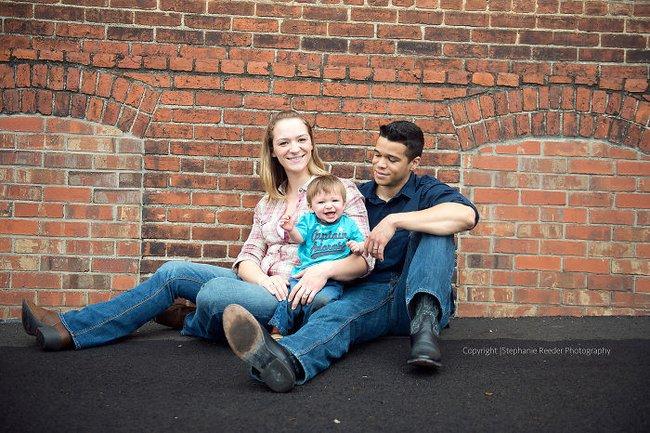 Chia tay nhau đã lâu, 2 vợ chồng vẫn chụp ảnh gia đình mỗi năm và lý do cảm động đằng sau - Ảnh 3.