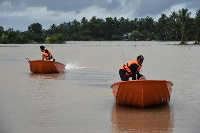 Thái Lan lụt do mưa trái mùa, 25 người thiệt mạng - Ảnh 7.