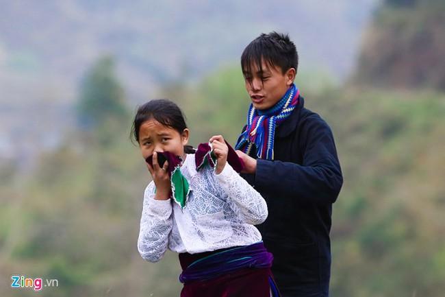 Cảnh bắt người về làm vợ giữa đường vắng ở Hà Giang - Ảnh 8.