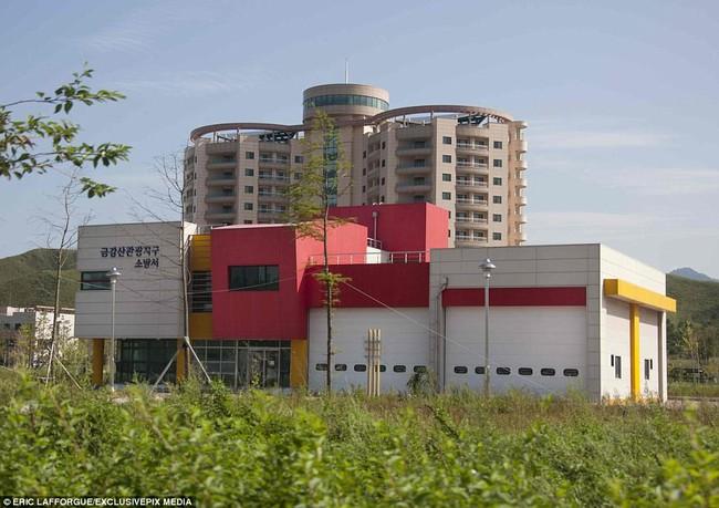 Bên trong thị trấn ma đầy đủ tiện nghi ở Triều Tiên - Ảnh 8.