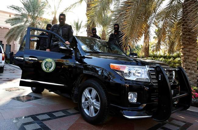 Cuộc sống xa hoa của quốc vương Saudi Arabia tại quê nhà - Ảnh 9.
