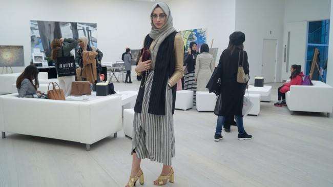 Nếu bạn thắc mắc phụ nữ Hồi giáo mặc gì đi dự Fashion Week, thì đây là giải đáp cho bạn - Ảnh 1.