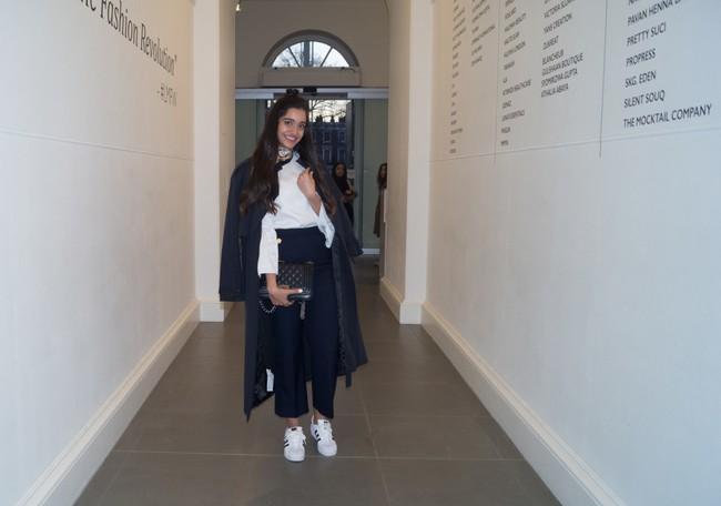Nếu bạn thắc mắc phụ nữ Hồi giáo mặc gì đi dự Fashion Week, thì đây là giải đáp cho bạn - Ảnh 3.