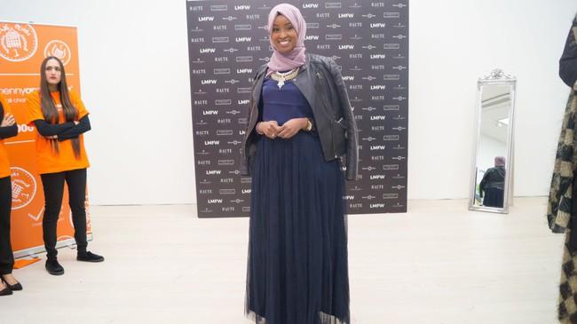 Nếu bạn thắc mắc phụ nữ Hồi giáo mặc gì đi dự Fashion Week, thì đây là giải đáp cho bạn - Ảnh 7.