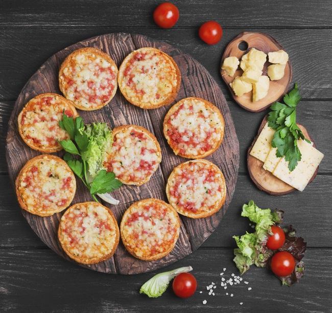 Tự làm pizza mini bé bé xinh xinh mời khách cực yêu - Ảnh 10.