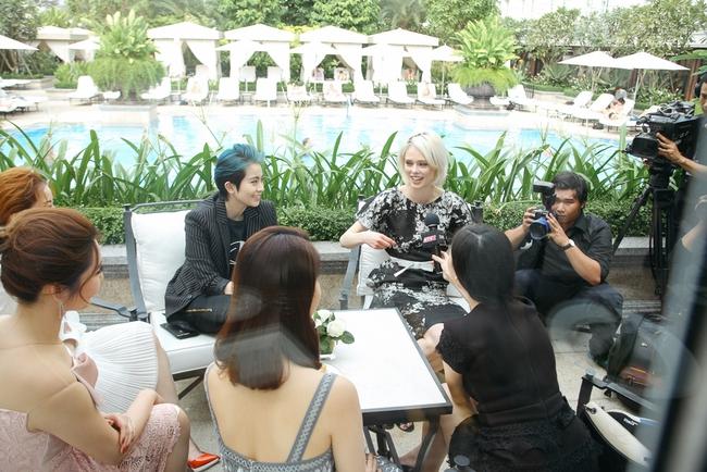 Coco Rocha vui vẻ trò chuyện cùng Chi Pu - Gil Lê, tiết lộ rằng Không biết siêu mẫu Việt nào - Ảnh 11.