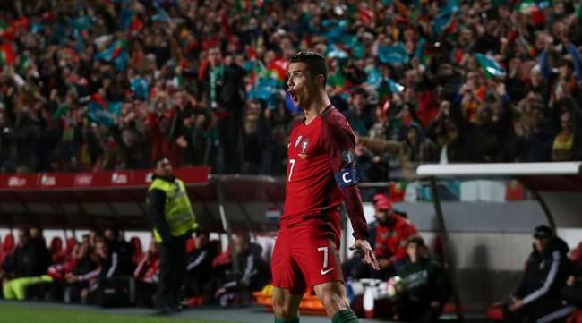 Mourinho đã phải gọi điện xin lỗi Ronaldo - Ảnh 2.