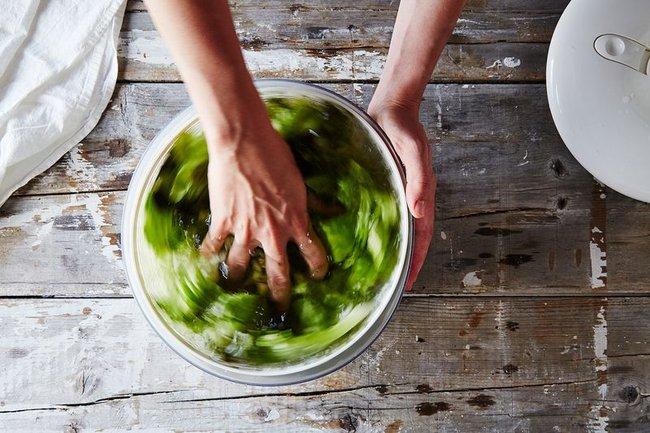Khi rửa rau nhớ làm việc này để giữ chúng tươi ngon cả tháng - Ảnh 1.