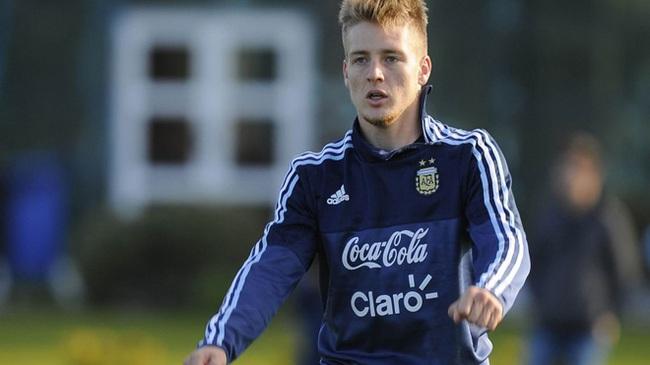 Ngôi sao U20 Argentina sang Việt Nam như phim hành động - Ảnh 1.