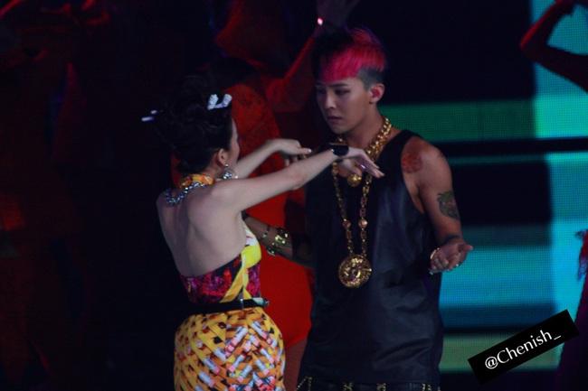 Nhìn G-Dragon và Dara mùi mẫn như thế này, trái tim fangirl làm sao mà không loạn nhịp cho được! - Ảnh 3.