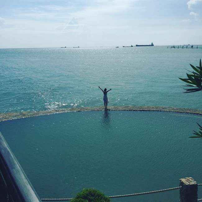 Bạn sẽ mê mẩn 3 hồ bơi tràn bờ biển siêu đẹp và rất gần Sài Gòn này mất! - Ảnh 18.