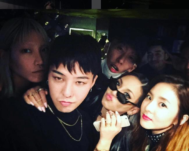 Nhìn G-Dragon và Dara mùi mẫn như thế này, trái tim fangirl làm sao mà không loạn nhịp cho được! - Ảnh 17.