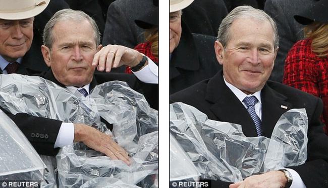 Cựu Tổng thống George W. Bush nghịch ngợm với mảnh áo mưa ngay trên hàng ghế VIP trong buổi lễ nhậm chức - Ảnh 3.