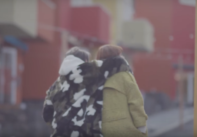 Không chỉ có giai điệu, MV Valentine của Sơn Tùng còn gây chú ý vì mặc toàn đồ Hàn size nữ! - Ảnh 9.