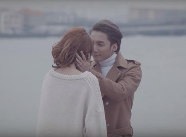 Không chỉ có giai điệu, MV Valentine của Sơn Tùng còn gây chú ý vì mặc toàn đồ Hàn size nữ! - Ảnh 16.