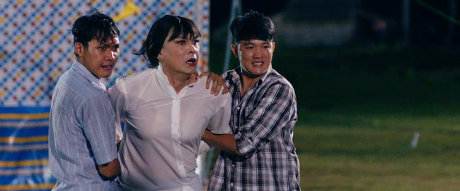Hữu Châu bất lực nhìn Nam Em bị cưỡng hiếp trong trailer Lô Tô - Ảnh 4.