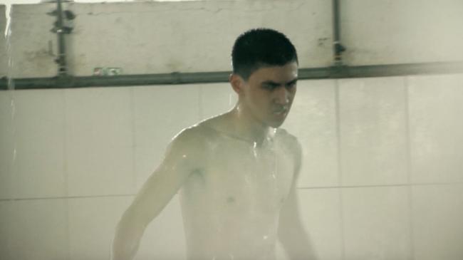 Hot boy Bình An la hét, đập phá đồ đạc vì tắm nước lạnh trong quân ngũ - Ảnh 2.