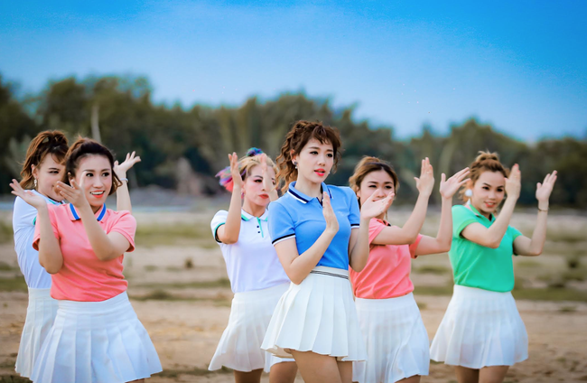 Nhãn thời trang Việt trong MV của Hari Won đang khiến giới trẻ phát sốt - Ảnh 2.
