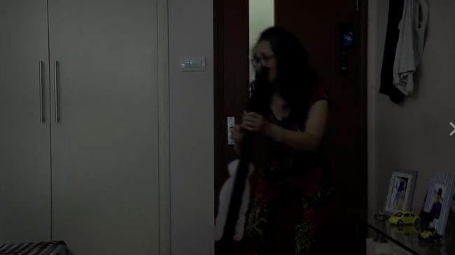 Mẹ chồng tay cầm bùa, miệng ngậm nhang lén lút vào phòng con dâu làm trò mờ ám!? - Ảnh 2.