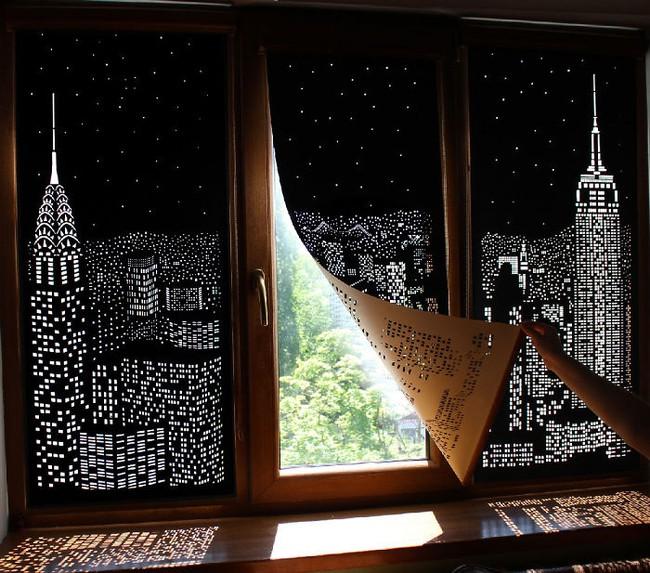 Tấm rèm cửa đục lỗ khiến bạn có cảm giác như đang sống trong penthouse nhìn xuống thành phố - Ảnh 3.