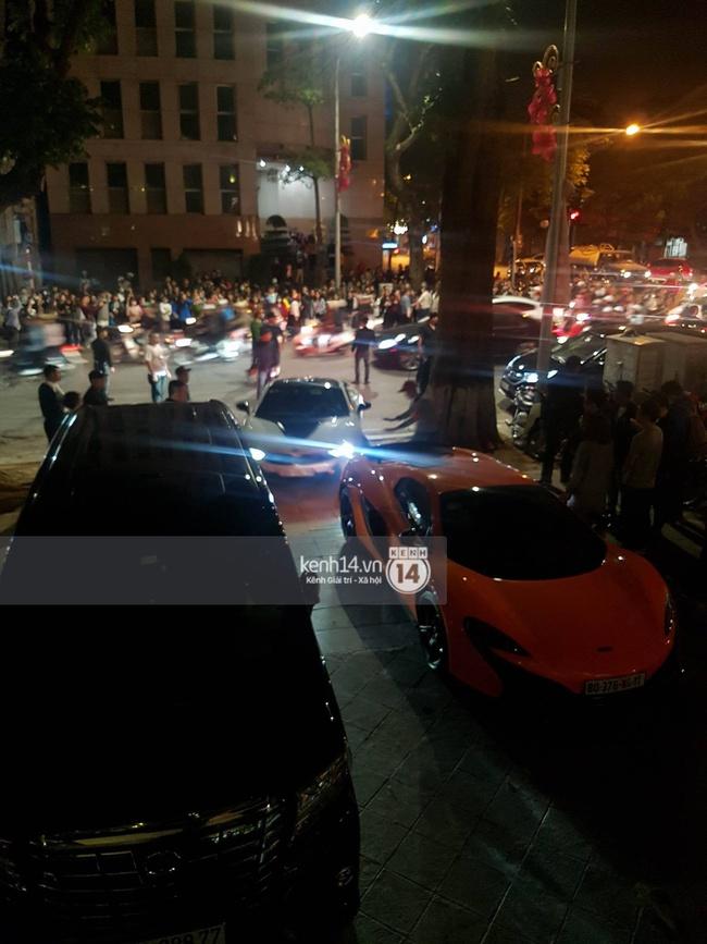 Không khí nóng cực độ với dàn siêu xe trực chờ bên ngoài quán bar và nhà hàng Seungri ghé thăm - Ảnh 8.