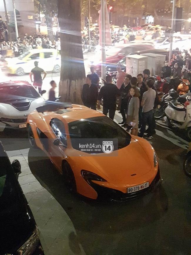 Không khí nóng cực độ với dàn siêu xe trực chờ bên ngoài quán bar và nhà hàng Seungri ghé thăm - Ảnh 10.