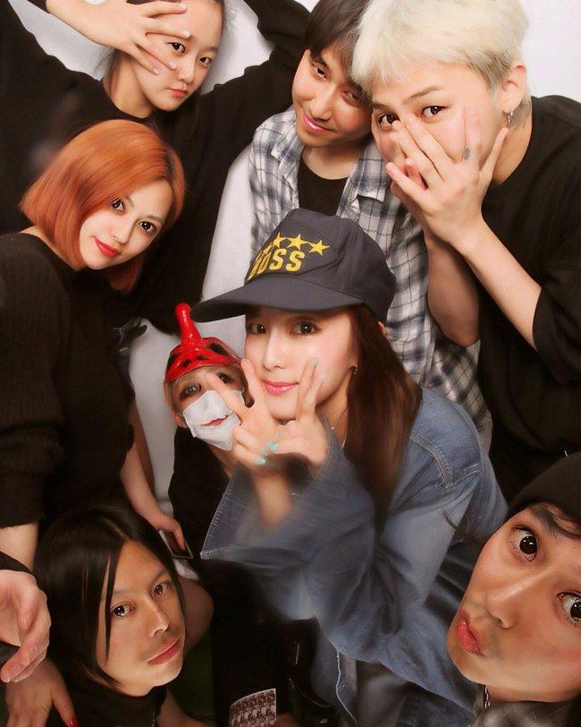 Nhìn G-Dragon và Dara mùi mẫn như thế này, trái tim fangirl làm sao mà không loạn nhịp cho được! - Ảnh 19.