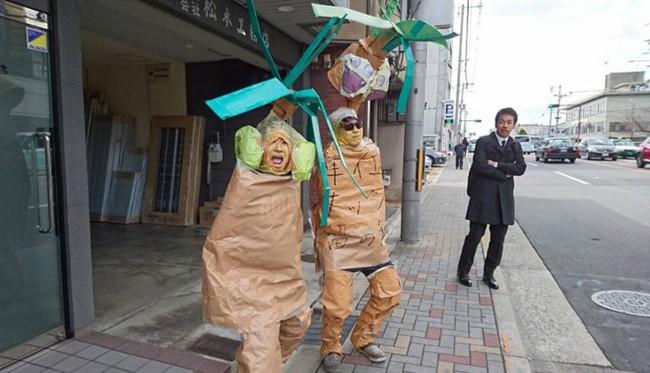 Ngày tốt nghiệp không khác gì lễ hội cosplay của sinh viên Nhật Bản! - ảnh 9