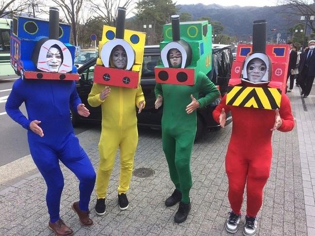 Ngày tốt nghiệp không khác gì lễ hội cosplay của sinh viên Nhật Bản! - ảnh 1