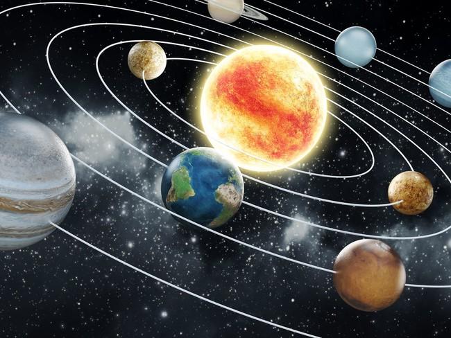Sự thật: sao Mộc là hành tinh duy nhất trong Thái Dương hệ không hề xoay quanh Mặt trời - Ảnh 1.