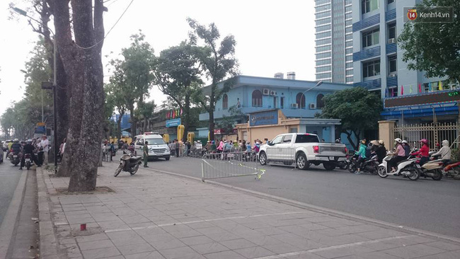 Hà Nội: Nam thanh niên đang chạy xe máy bất ngờ ngã ra đường, tử vong tại chỗ - Ảnh 1.