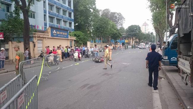 Hà Nội: Nam thanh niên đang chạy xe máy bất ngờ ngã ra đường, tử vong tại chỗ - Ảnh 2.