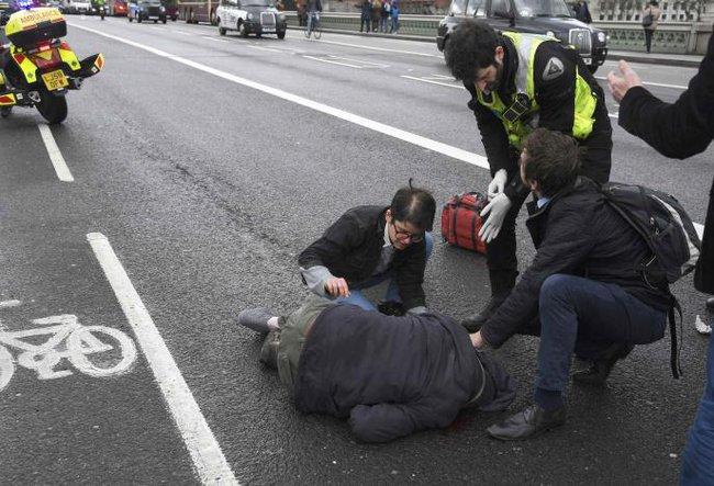 Xác nhận 5 người thiệt mạng, gần 40 người bị thương trong vụ lao xe, nổ súng bên ngoài tòa nhà Quốc hội - Ảnh 4.