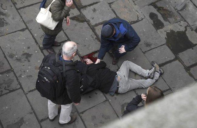 Xác nhận 5 người thiệt mạng, gần 40 người bị thương trong vụ lao xe, nổ súng bên ngoài tòa nhà Quốc hội - Ảnh 1.