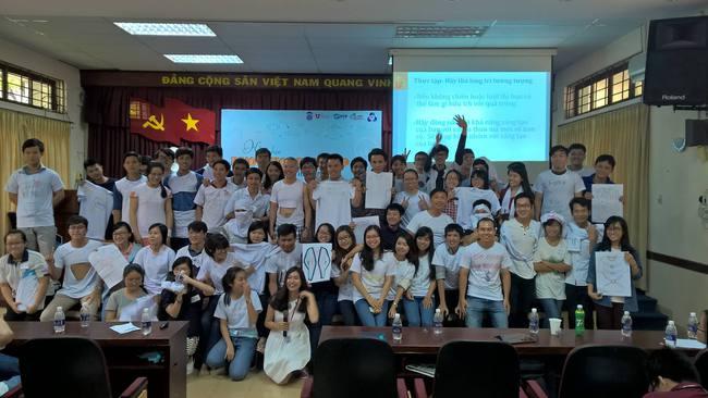 Phó hiệu trưởng ĐH Hoa Sen mặc quần sooc, áo thun giảng bài trước sinh viên: Không phải lần đầu tiên! - Ảnh 5.