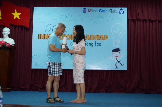 Phó hiệu trưởng ĐH Hoa Sen mặc quần sooc, áo thun giảng bài trước sinh viên: Không phải lần đầu tiên! - Ảnh 4.