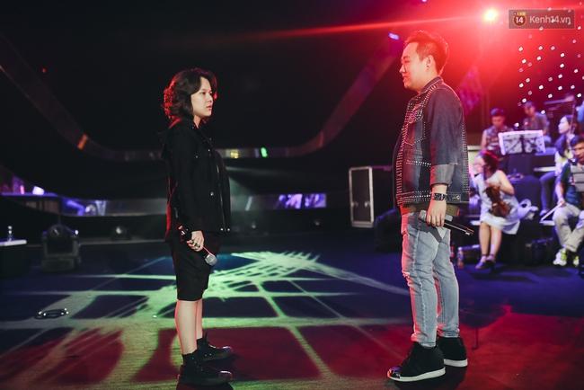 Diva Hồng Nhung gây xúc động, trình diễn như lên đồng tại buổi tổng duyệt Gala WeChoice Awards 2016 - ảnh 6