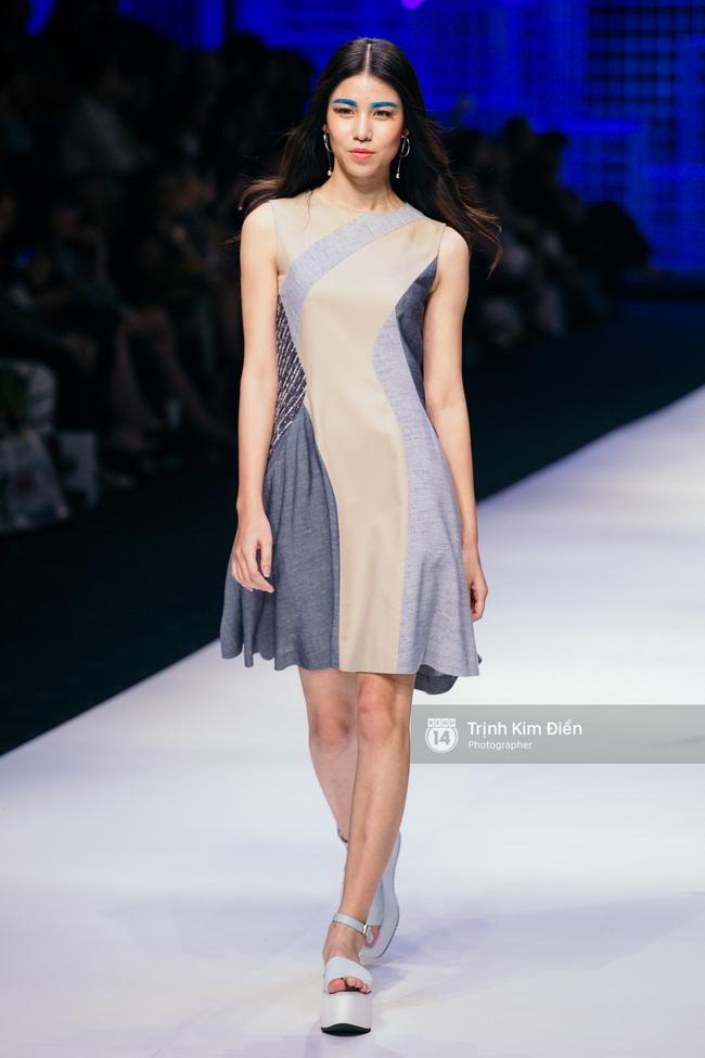 Thanh Hằng đặt cái kết hoàn hảo cho VIFW, Lê Thúy bất ngờ catwalk trong show Lê Thanh Hòa - Ảnh 26.