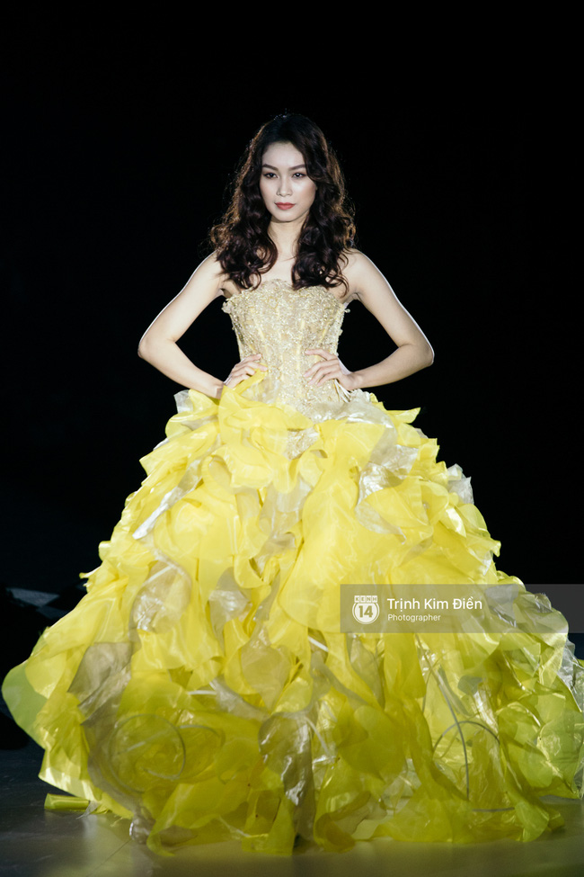 Thanh Hằng đặt cái kết hoàn hảo cho VIFW, Lê Thúy bất ngờ catwalk trong show Lê Thanh Hòa - Ảnh 14.