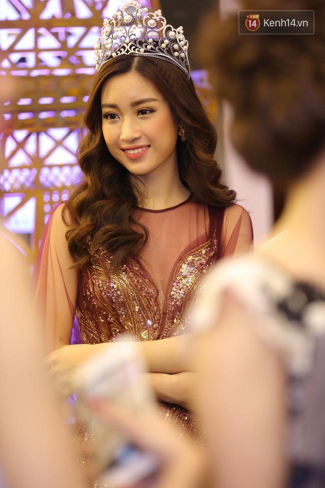Hoa hậu Mỹ Linh đẹp dịu dàng, Tú Anh dừ bất ngờ, Mai Phương Thúy tái xuất trên thảm đỏ show Hoàng Hải - Ảnh 2.