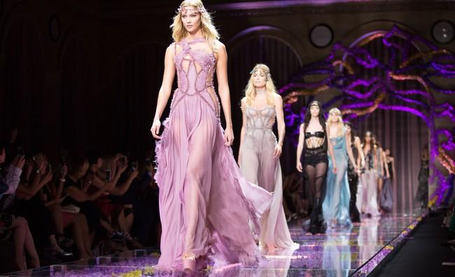 Thế là từ nay không được xem Versace tại Tuần lễ thời trang Haute Couture nữa rồi!