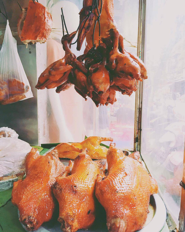Bạn đã biết đến cửa hàng thịt quay lâu đời bậc nhất ở Hà Nội chưa? - Ảnh 2.