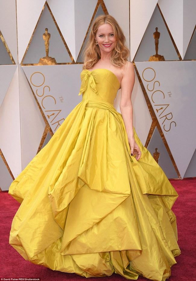 Oscar 2017: Bên cạnh loạt váy áo đẹp lộng lẫy cũng không thiếu những bộ làm tụt cảm xúc - Ảnh 11.